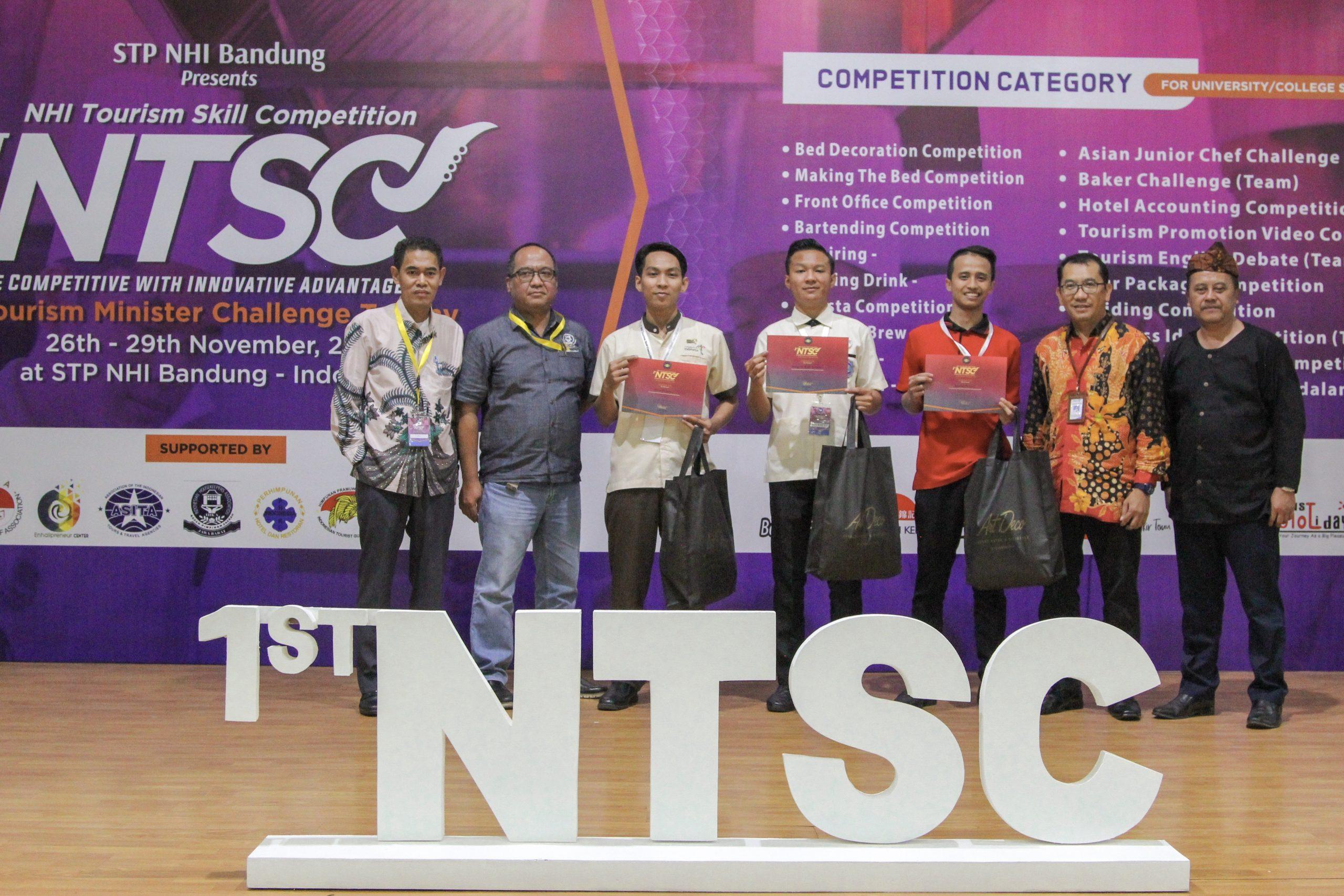 D3 – Perhotelan Raih Juara 3 Making Bed di Kompetisi 1st NTSC di STP NHI Bandung